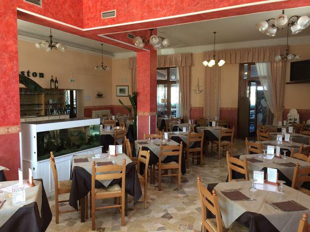 veranda di un ristorante molto spaziosa