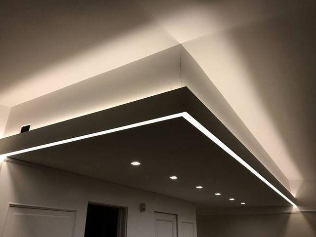 delle luci a soffitto