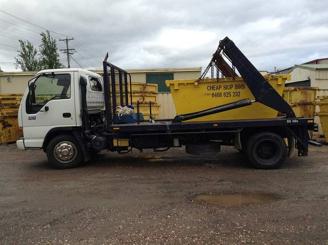 cheap skip bins truck