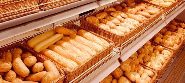 Scaffale di pane fresco