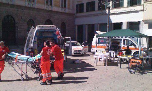 operatori sanitari durante un servizio di soccroso