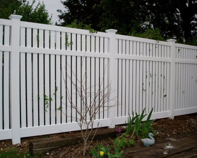 Pinecrest fence company commercial vinyl fencing