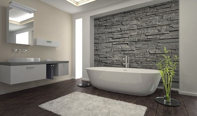 un bagno moderno con vista della vasca e sulla sinistra del lavabo