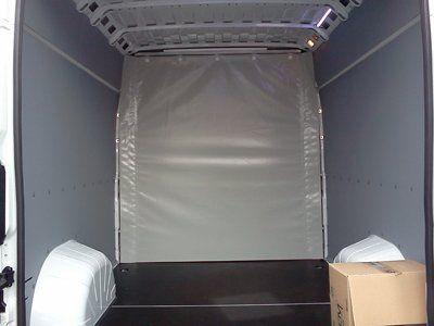 parete divisoria dentro un furgone