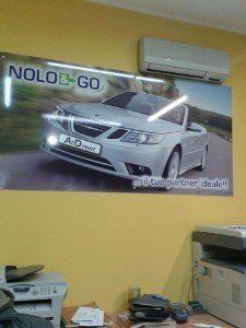 Interno dell'ufficio di auto a noleggio Nolo&Go