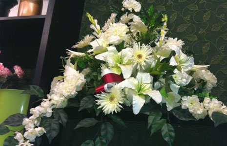 white flowers bouquets