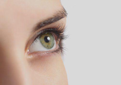 occhio verde di una donna