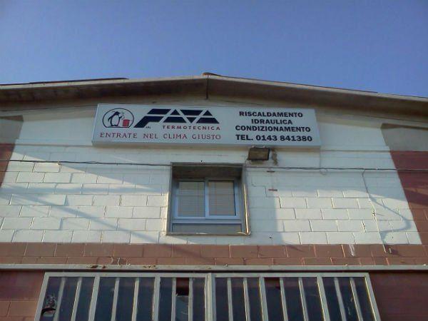 un edificio con l'insegna Fava