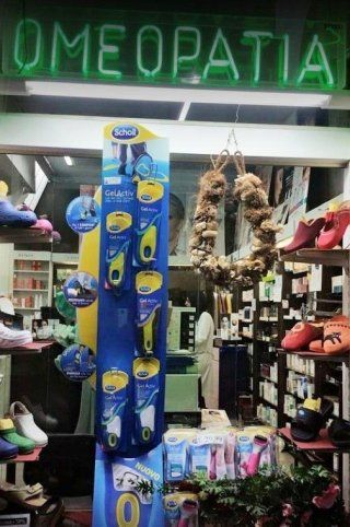 vetrina farmacia borelli