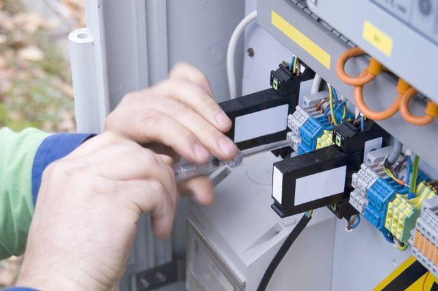 addetto sistema un impianto elettrico