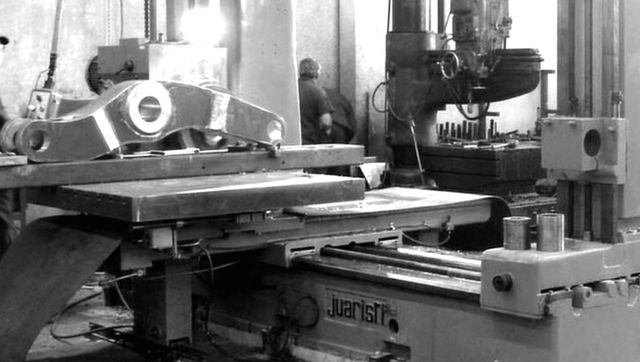 horizontal boring image in black and white