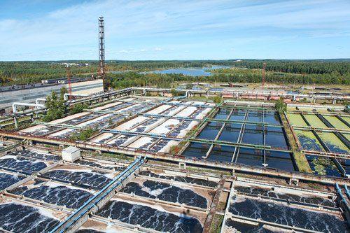 vista  dall`alto di un impianto di trattamento acque reflue