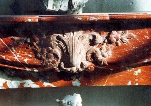 l'immagine ritrae un complemento d'arredo marrone in marmo