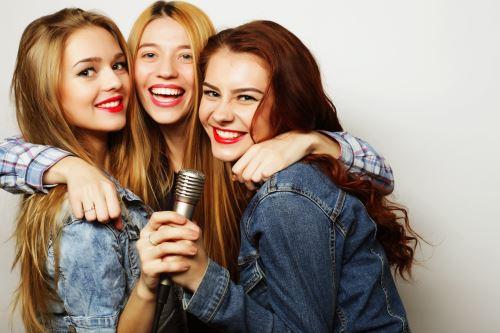 Tre amiche elenchi per cantare
