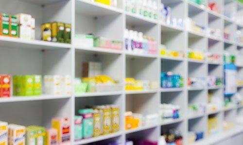 farmaci negli scaffali
