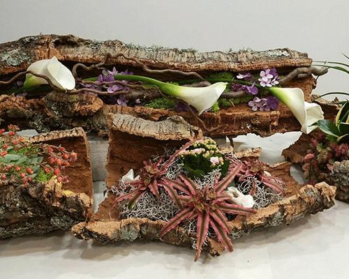 Composizione di fiori sulla base di sughero naturale