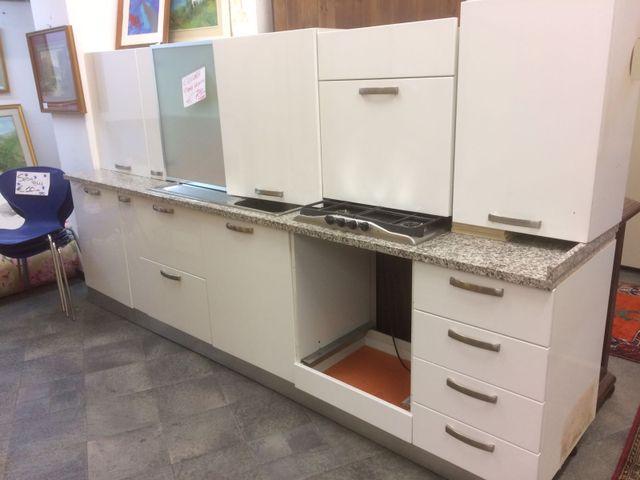 Emejing Cucina Monoblocco Usata Gallery - Schneefreunde.com ...