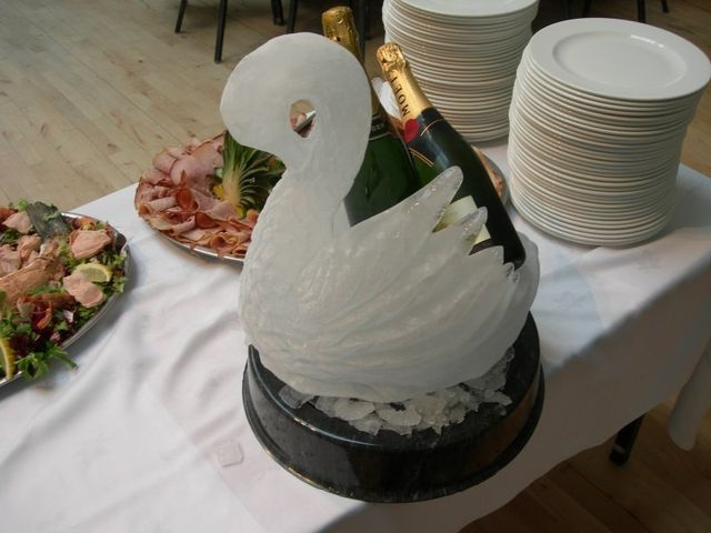 Red Poppy table decoration, Ice Swan