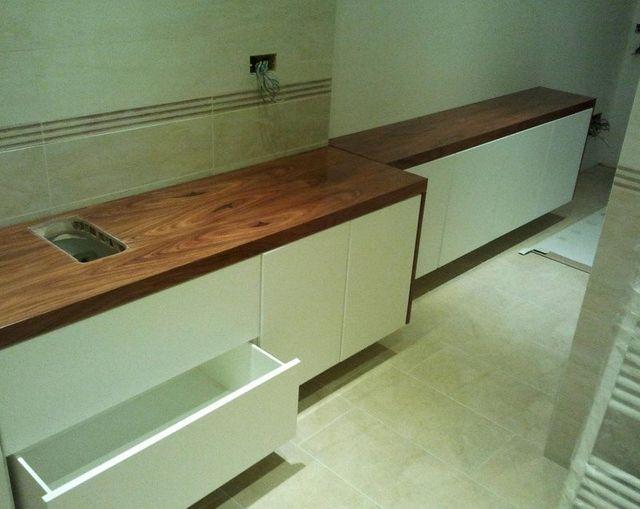 bancone di cucina moderna in legno su misura