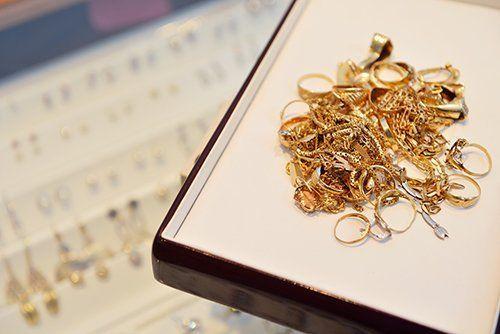 gioielli in un contenitore