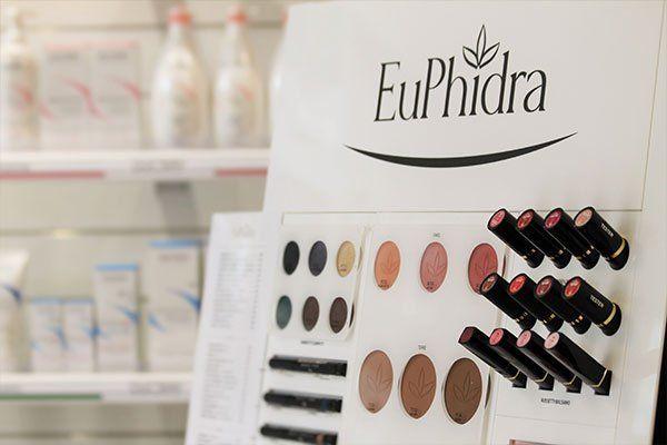 Prodotti di bellezza nel negozio EuPhidra