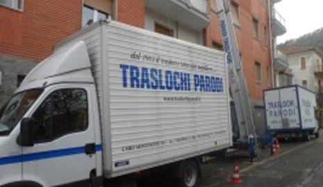 logistica camion in movimento-TRASLOCHI PARODI