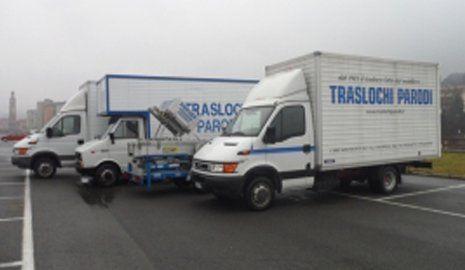 camion logistica alla parcheggiate