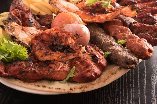 un piatto di carne mista