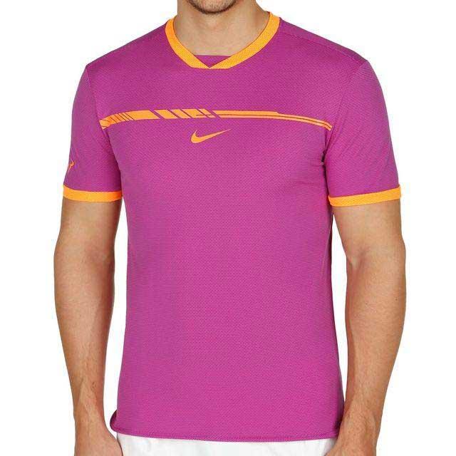 una maglietta viola con delle righe e il logo Nike arancione