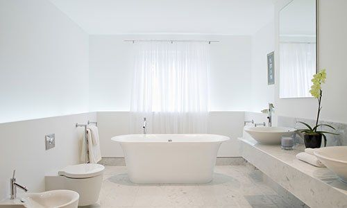 Spazioso ed elegante bagno