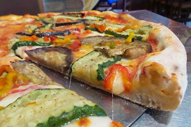 La lavorazione di Pizza Express a Mantova