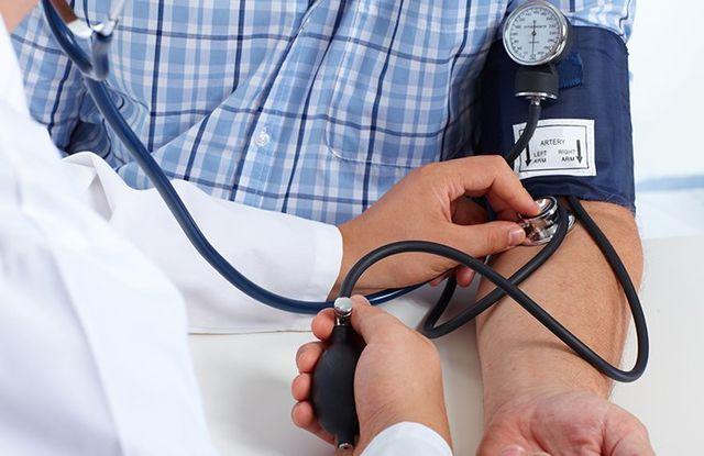 Provando la pressione sanguigna