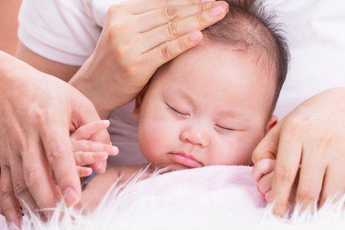 neonata con madre