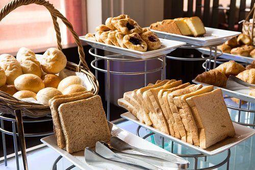 buffet della colazione in albergo