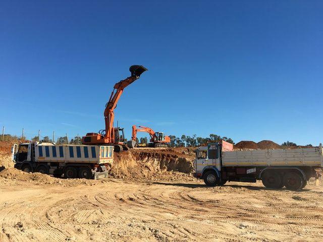 scavo e movimento terra stm sabbia ad Acate