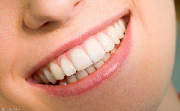 Professionelle Zahnreinigung (PZR) schützt vor Karies, Parodontitis und Mundgeruch.