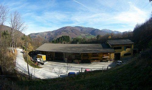 una falegnameria vista da lontano