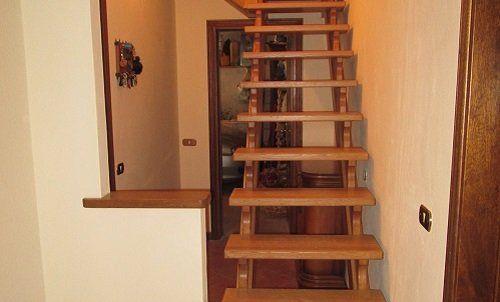 una scala di legno