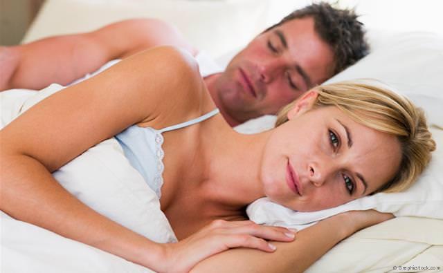 Starkes Schnarchen raubt nicht nur dem Partner den Schlaf: Es kann auch die eigene Gesundheit gefährden.