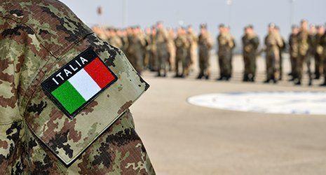 Militare in azione a Roma