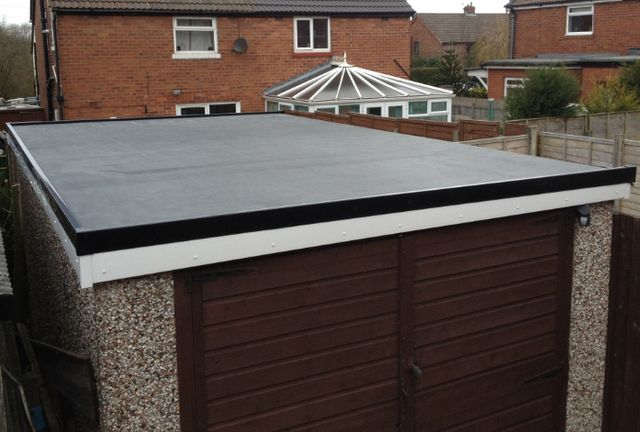 A flat roof on a garage