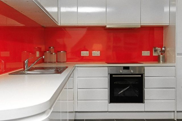 red kitchen back splash