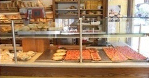 diverso tipo di pane e pizza presso panificio  Carlo Todaro