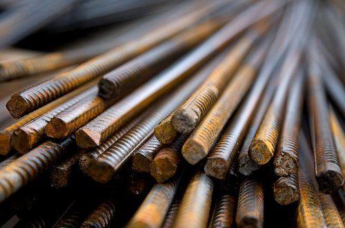 dei tubi di ferro