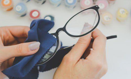 pulizia occhiali da vista