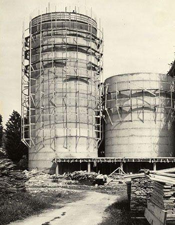 un silos in costruzione