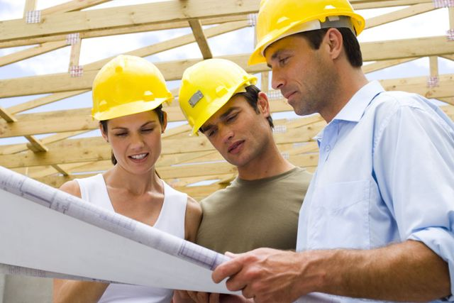 General contractor advising customers in Lincoln, NE
