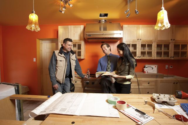 construction worker advising clients about kitchen remodeling in Lincoln, NE