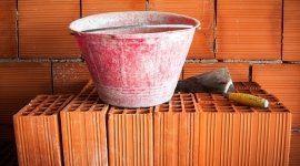 La ditta siracusana è un punto vendita per calcestruzzi, mattoni, pietrisco ed affini.