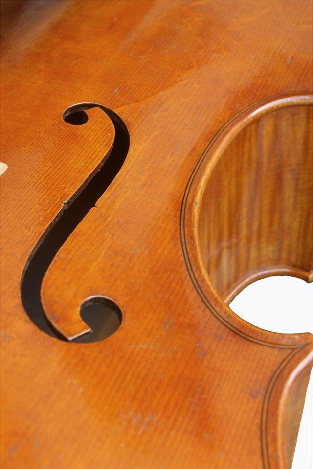 Right f hole Rogeri model cello front